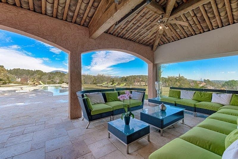grande-maison-luxueuse-a-louer-mougins-quartier-residentiel-terrasse-vue-panoramique-jacuzzi