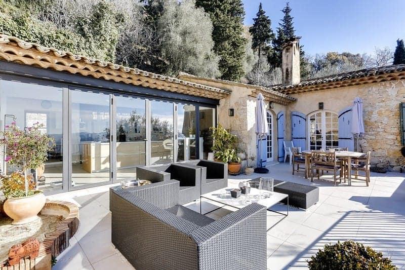 authentique-ferme-vue-panoramique-campagne-a-vendre-grasse-cheminee-terrasse-dependances