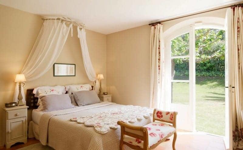 belle-villa-a-louer-plage-cheminee-mezzanine-jardin-piscine