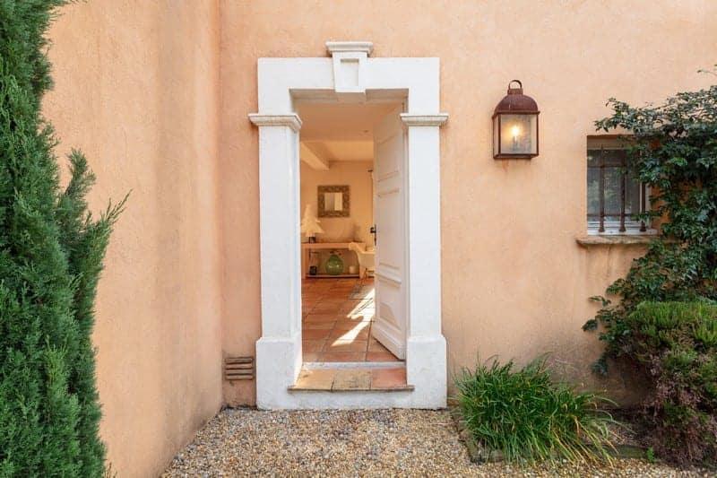 belle-villa-vue-campagne-a-vendre-grimaud-cheminee-jardin-piscine-potager