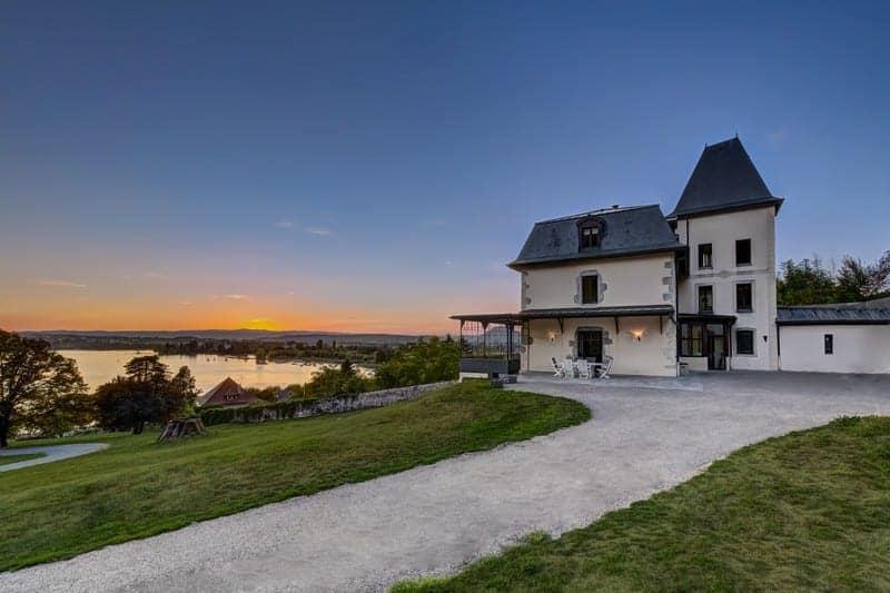 manoir-renove-a-vendre-lac-annecy-cave-garage-parc-dominant-terrasse-veranda