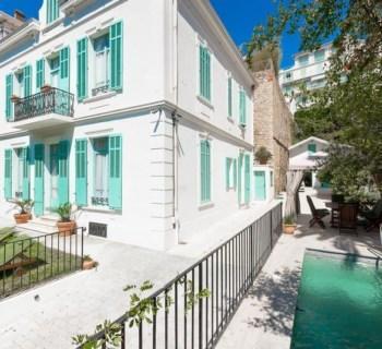 belle-maison-bourgeoise-a-vendre-quartier-residentiel-jardin-piscine-garage