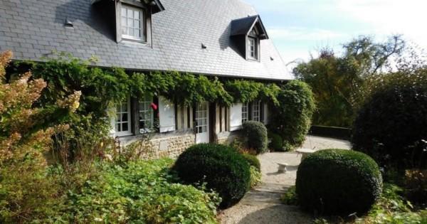 charmante-maison-normande-xviiie-siecle-a-vendre-lisieux-pays-dauge-cheminee-terrasse-plein-sud