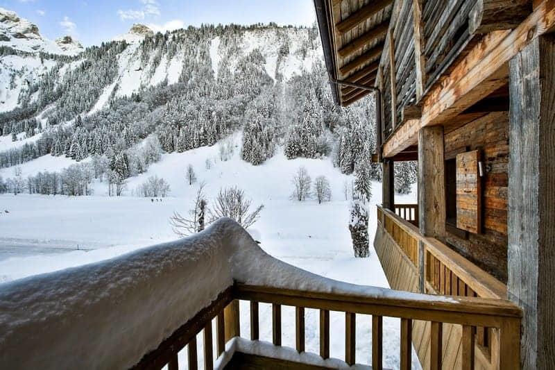 tres-beau-chalet-a-vendre-grand-bornand-terrasse-piscine-interieure-ski-room-garage
