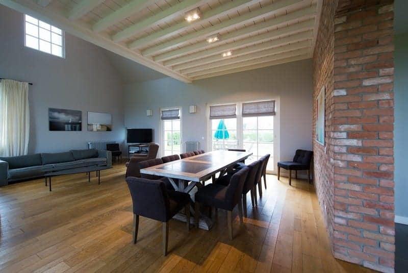 villa-renovee-design-interieur-contemporain-a-louer-jardin-vue-panoramique-mer