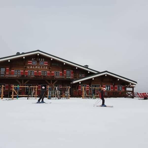 lalpette-chalet-restaurant-overlooking-slopes