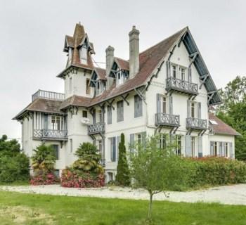 manoir-anglo-normand-vue-mer-a-vendre-trouville-sur-mer-terrasse-jardin-garages