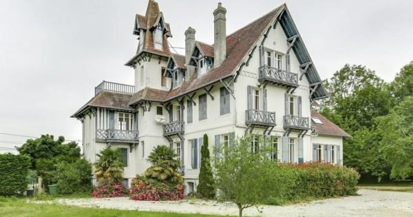 anglo-norman-manor-stunning-sea-view-for-sale-quiet-area-trouville-sur-mer-terrace-garden-garage