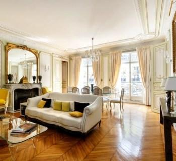 elegant-apartment-for-sale-miromesnil-monceau-neighborhood-walk-in-closet-laundry-cellars