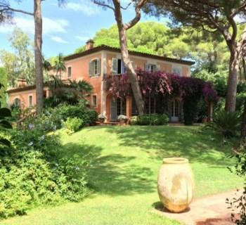 beautiful-provencal-bastide-for-sale-ramatuelle-landscaped-park-heated-swimming-pool-terraces-garage