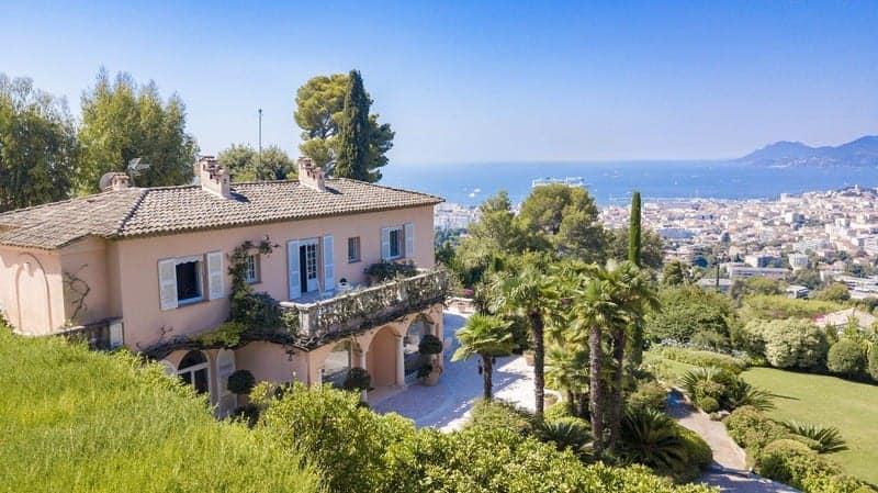 tres-belle-villa-luxueuse-a-vendre-quartier-californie-parc-paysager-piscine-chauffee-pool-house