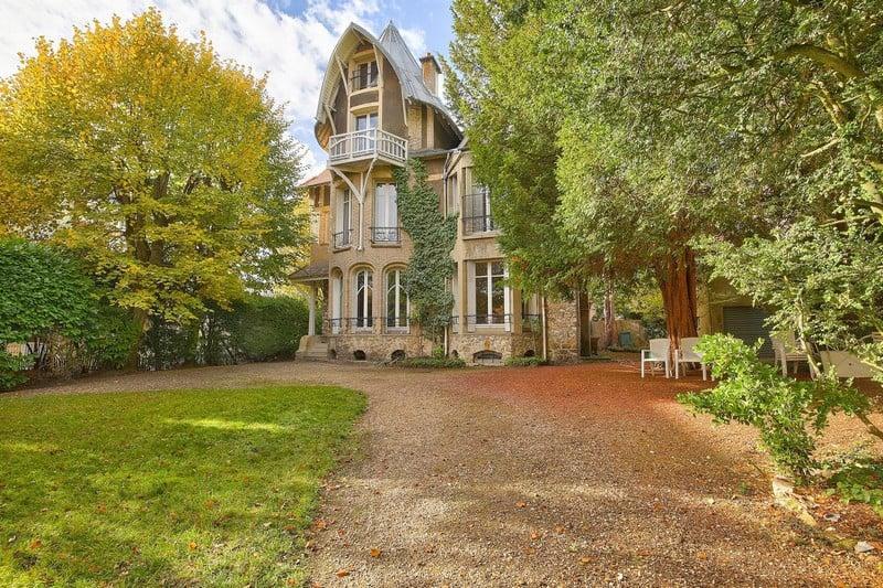 villa-historique-a-vendre-triangle-or-saint-cloud-terrain-boise-bureau-bibliotheque-dependance