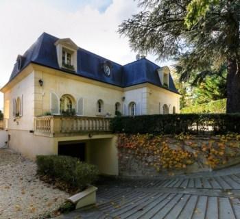 maison-mansart-a-vendre-la-celle-saint-cloud-materiaux-nobles-sous-sol-garage-caves