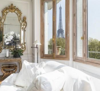 elegant-corner-apartment-view-eiffel-tower-for-sale-entrance-gallery-parking-spaces