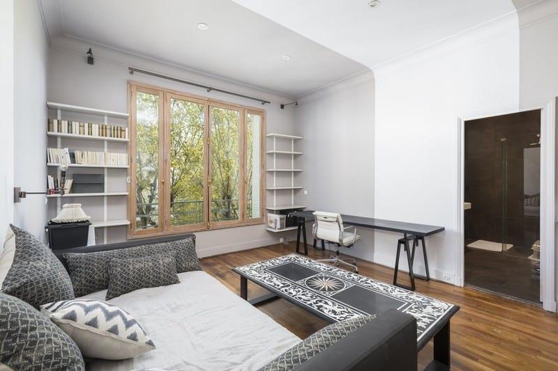 superbe-appartement-vue-tour-eiffel-a-vendre-galerie-entree-box-voitures