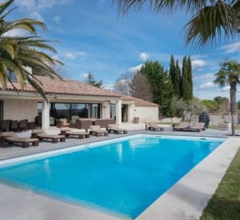 elegante-maison-contemporaine-a-vendre-terrasses-piscine-terrain-petanque