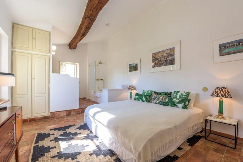 magnifique-bastide-provencale-a-louer-croix-valmer-proximite-ramatuelle-cheminee-piscine-terrasse-jacuzzi