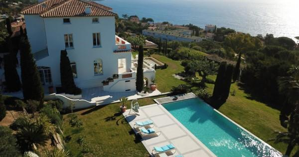 luxuriously-renovated-mansion-for-sale-city-center-sainte-maxime-wooded-plot-land-swimming-pool-terraces