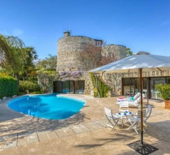 magnifique-domaine-medieval-maisons-normandes-a-vendre-mont-canisy-piscine-chauffee-pool-house