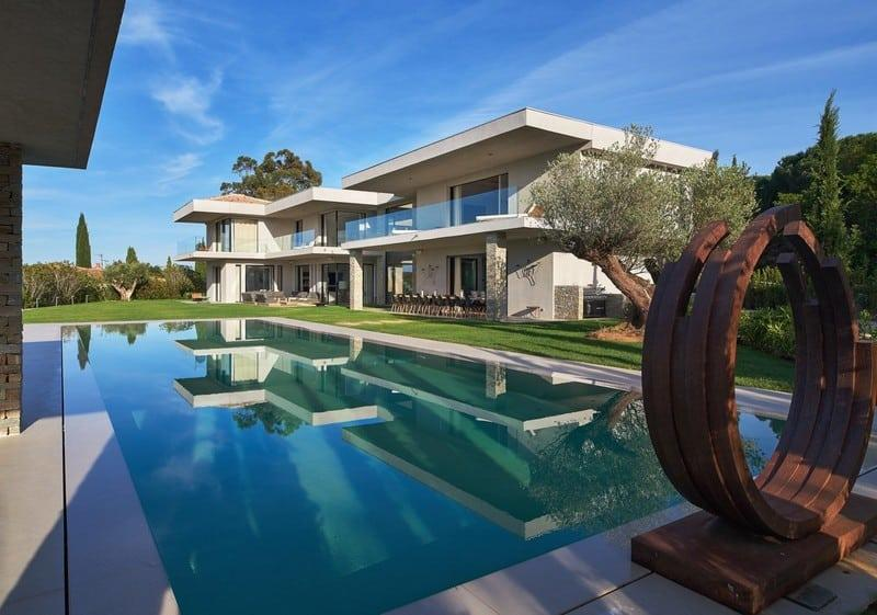 exceptional-contemporary-design-residence-near-the-beach-for-rent-in-the-pierre-plantee-neighborhood-of-saint-tropez-8-bedrooms-terraces-sea-view-heated-swimming-pool-garage-parking