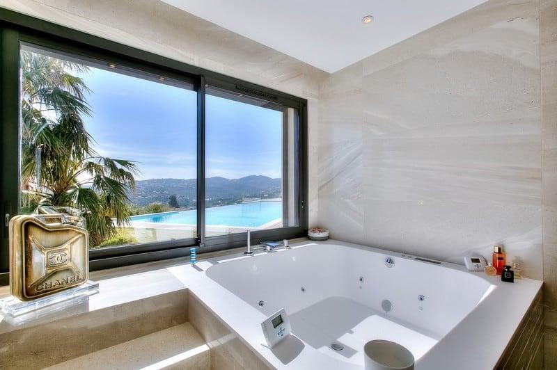 villa-contemporaine-exceptionnelle-panorama-a-louer-issambres-piscines-garage