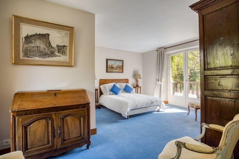 magnifique-domaine-medieval-maisons-normandes-a-vendre-mont-canisy-piscine-chauffee-pool-house