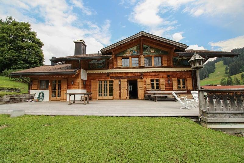 magnifique-chalet-dependance-a-vendre-saanen-terrasse-cheminees-buanderie-cave-garage