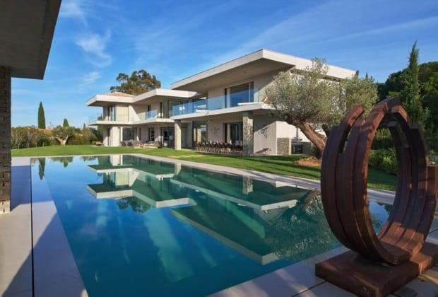 residence-design-contemporain-a-louer-quartier-pierre-plantee-terrasses-vue-mer-piscine-chauffee-garage-parking