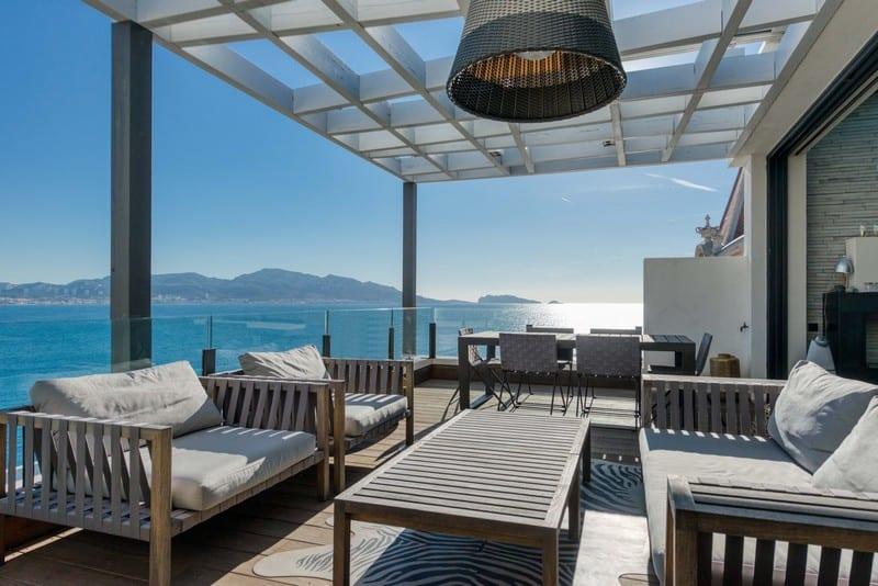 superbe-maison-contemporaine-a-vendre-terrasse-panoramique-piscine-debordement-garage