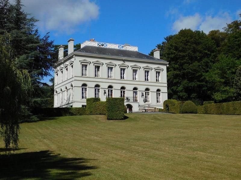 splendide-demeure-style-directoire-restauree-terrasses-panoramiques-verger-potager