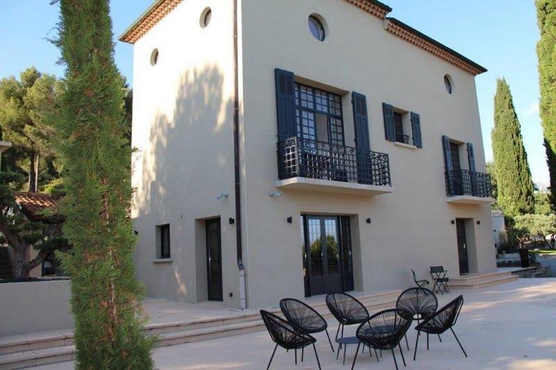 elegante-propriete-bastide-style-florentin-maison-amis-studio-independant-a-vendre-aix-en-provence-terrasses-piscine