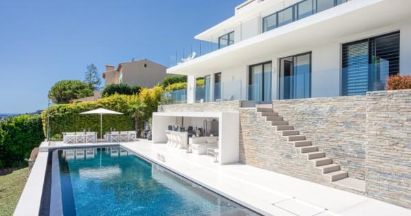 contemporary-villa-for-sale-golfe-juan-breathtaking-views-cap-antibes-infinity-pool-terrace-summer-kitchen