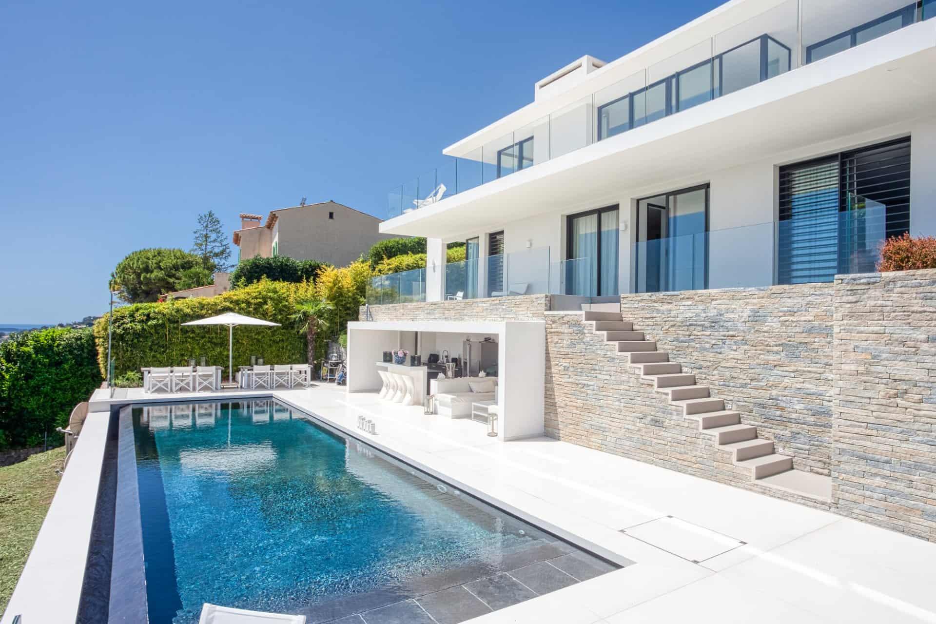 contemporary-villa-for-sale-golfe-juan-breathtaking-views-cap-antibes-infinity-pool-terrace-summer-kitchen