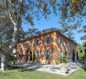 ravissante-bastide-18eme-entierement-restauree-a-vendre-aix-en-provence-cheminee-cave-vin-grenier-buanderie-piscine-pool-house