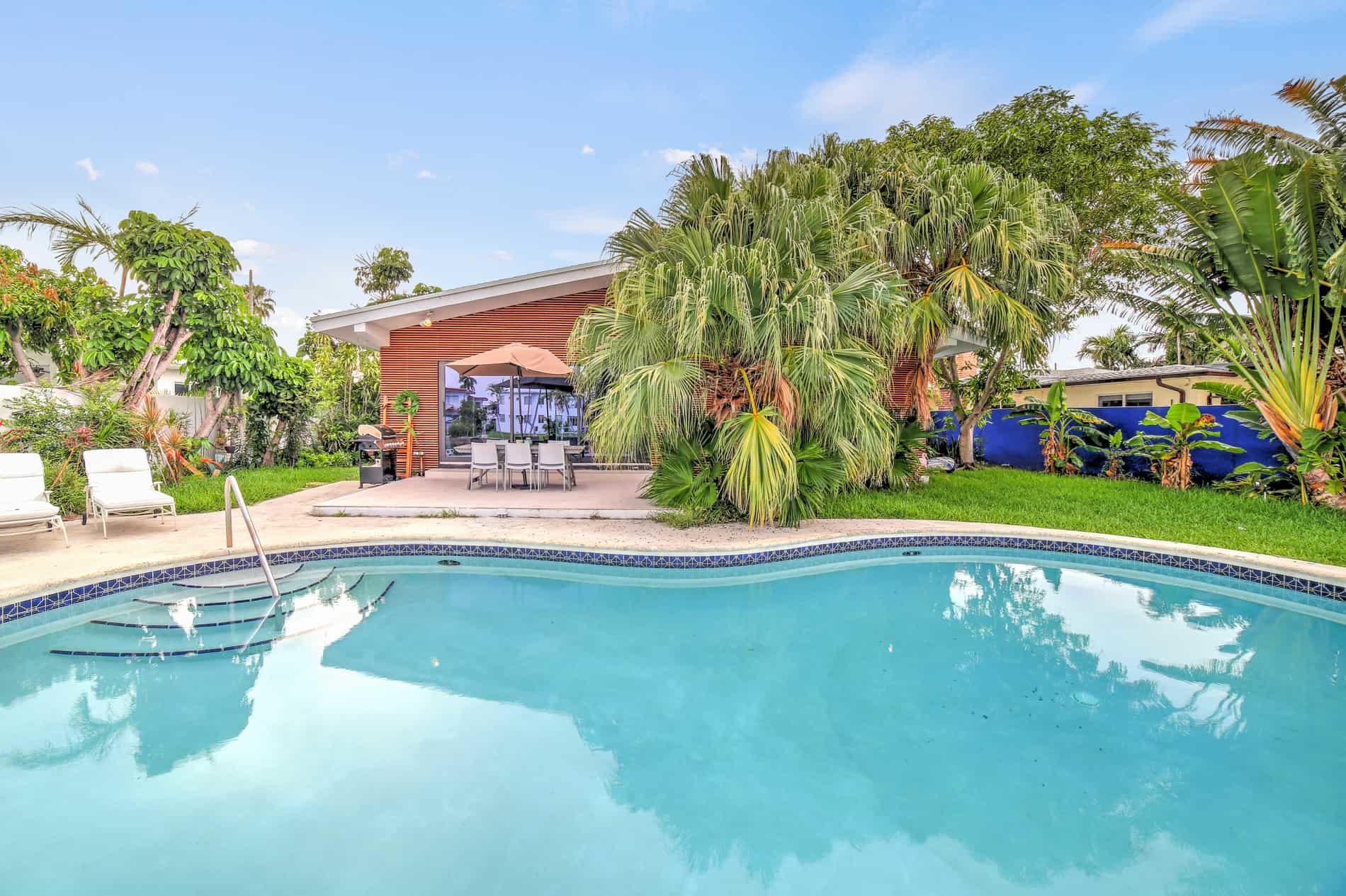 maison-a-vendre-miami-beach-piscine-garage-interieur