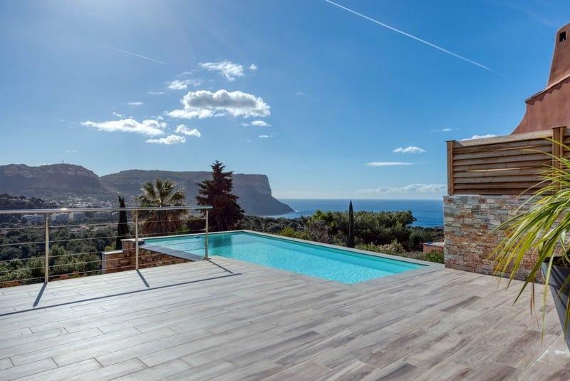 maison-contemporaine-a-vendre-cassis-terrasse-piscine-debordement-caves-garage-double
