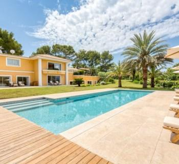 villa-style-provencal-a-vendre-mougins-cheminee-terrasses-jardin-paysager-piscine-chauffee