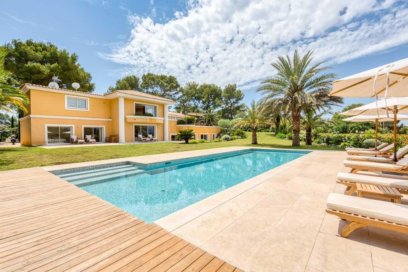 villa-style-provencal-a-vendre-mougins-cheminee-terrasses-jardin-paysager-piscine-chauffee