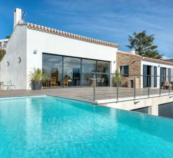 maison-contemporaine-a-vendre-cassis-terrasse-piscine-debordement-caves-garage-double
