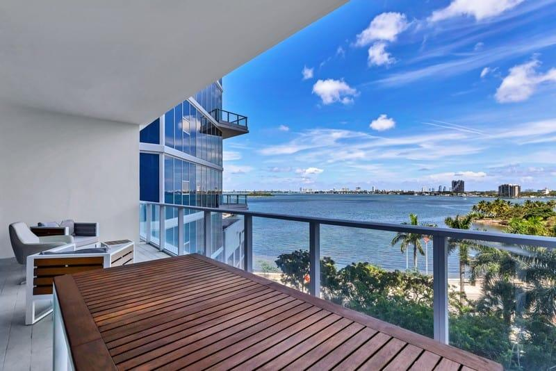 beautiful-apartment-for-sale-paramount-bay-edgewater-miami-bay-view-private-garden-many-amenities