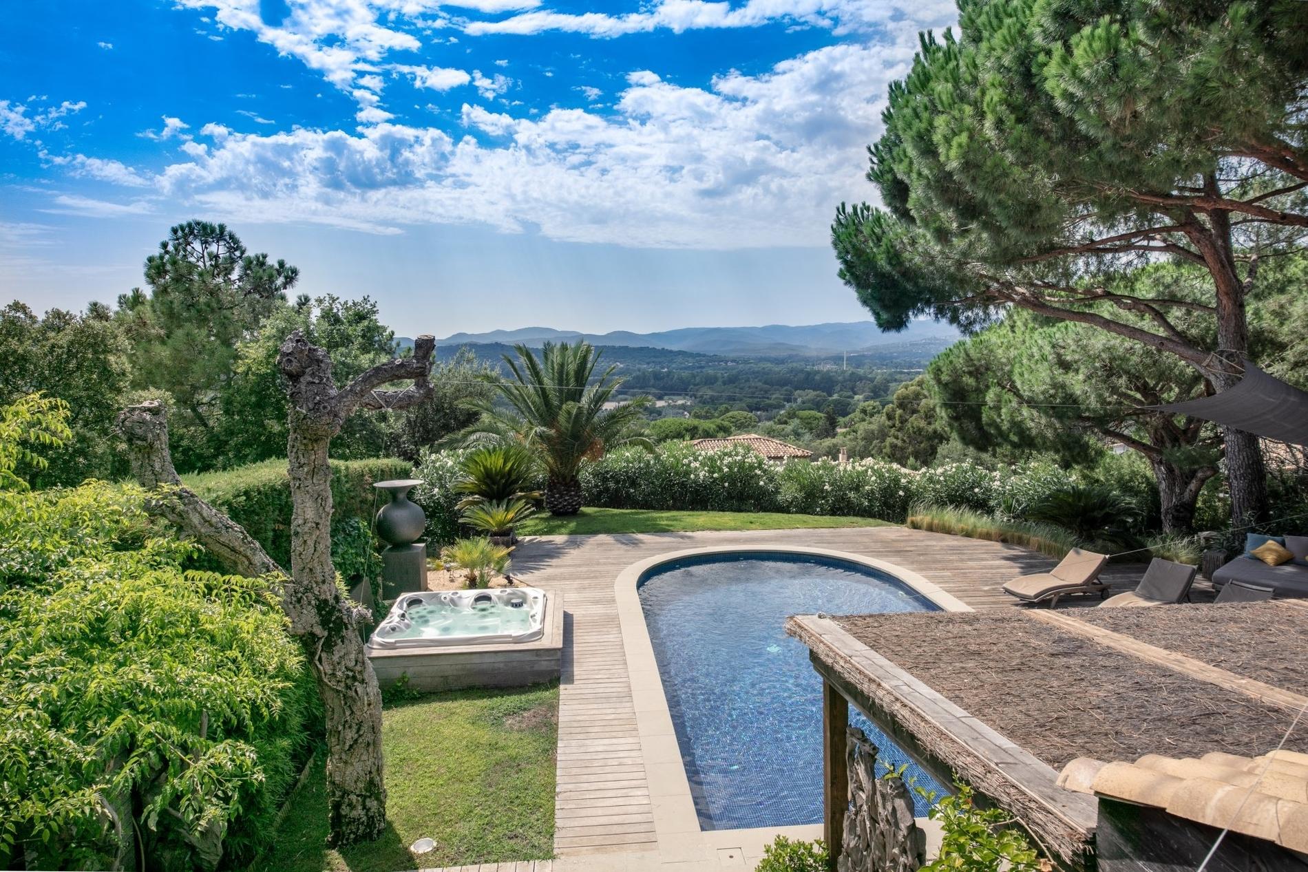 villa-atypique-bardage-bois-a-vendre-gassin-terrasse-jacuzzi-piscine-jardin