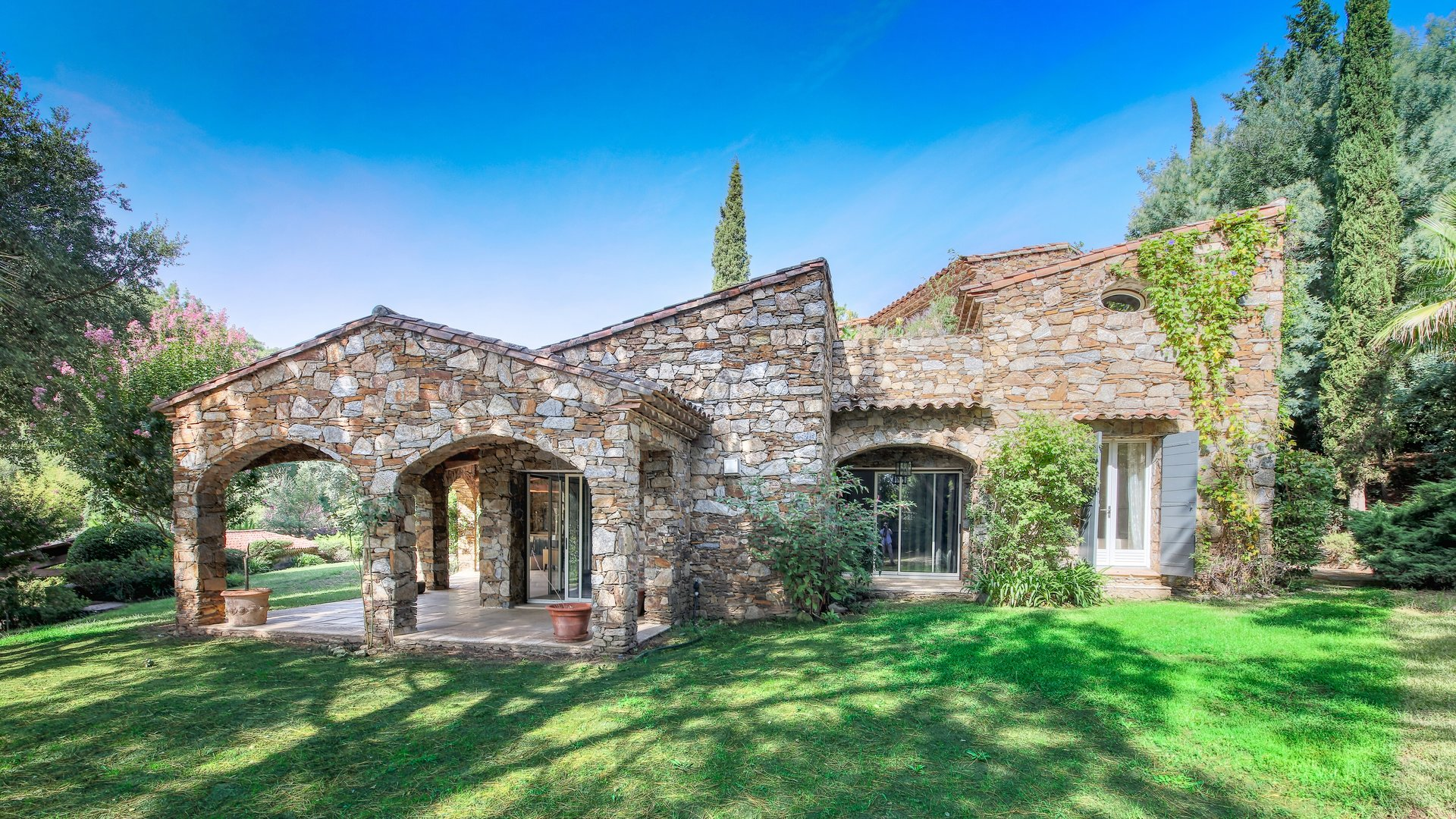 charming-stone-house-for-sale-swimming-pool-garden-pool-house-garages