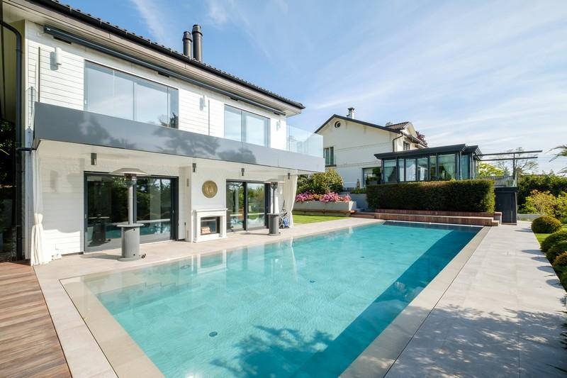 grande-propriete-dependances-a-vendre-vesenaz-terrasses-jardin-paysager-pool-house-piscine-garage