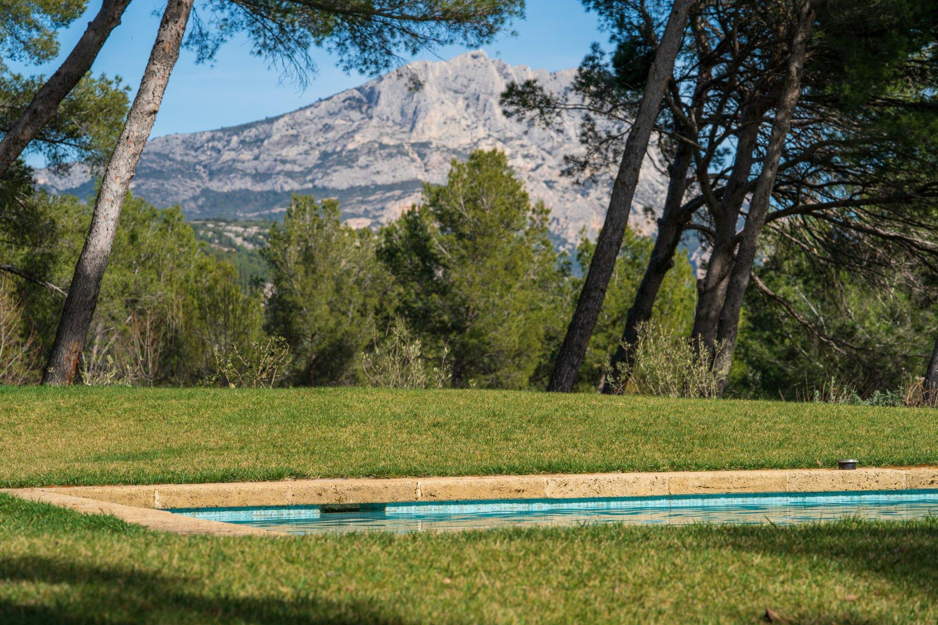 magnifique-prieure-xvi-eme-siecle-entierement-renove-a-vendre-tholonet-piscine-cellier-buanderie-prestations-haut-de-gamme
