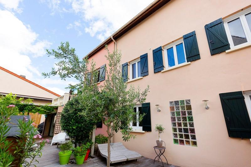 house-provencal-charm-for-sale-suresnes-terrace-pergola-indoor-pool-wine-cellar-diy-workshop
