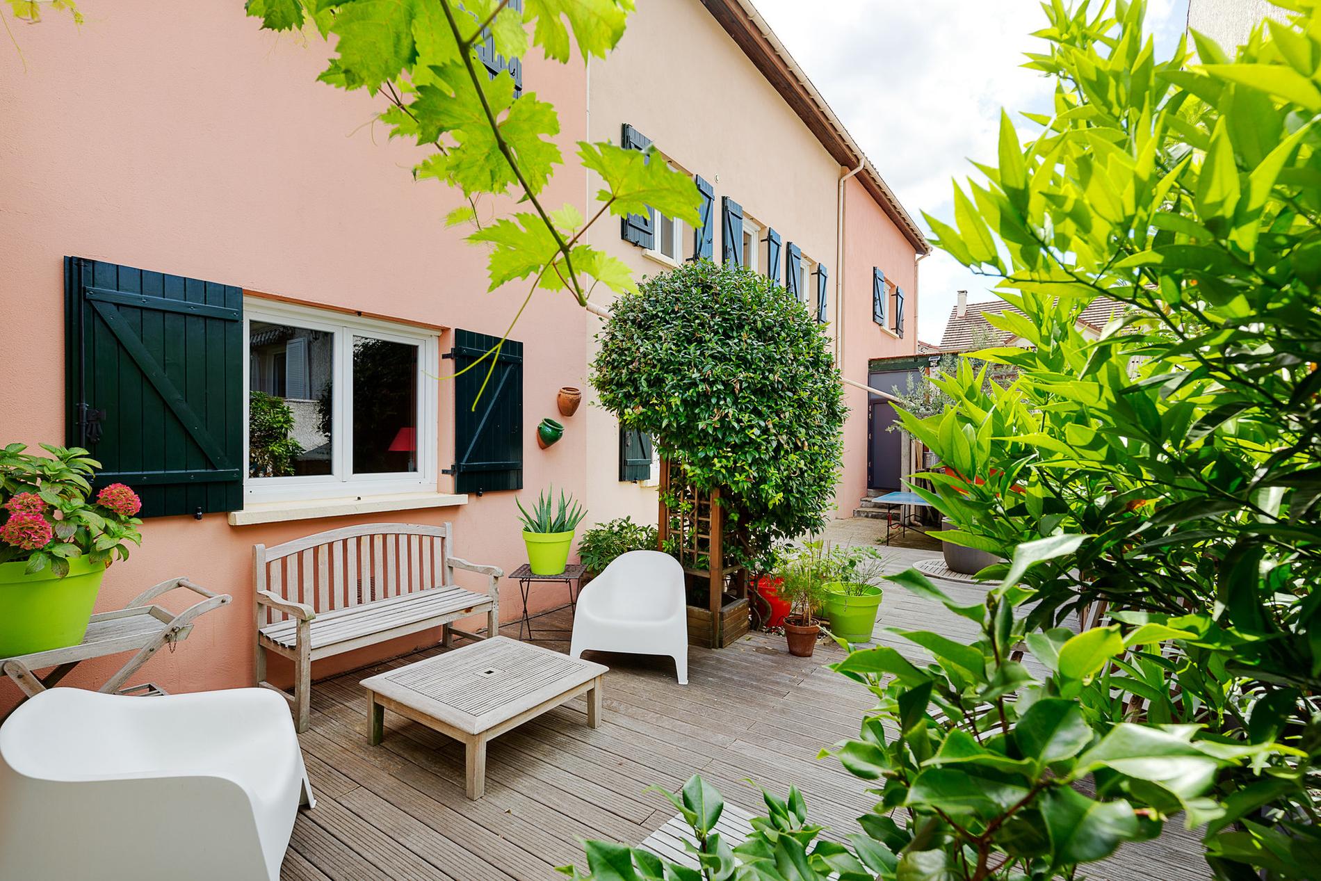 maison-charme-provencal-a-vendre-suresnes-terrasse-pergola-piscine-couverte-cave-vins-atelier-bricolage