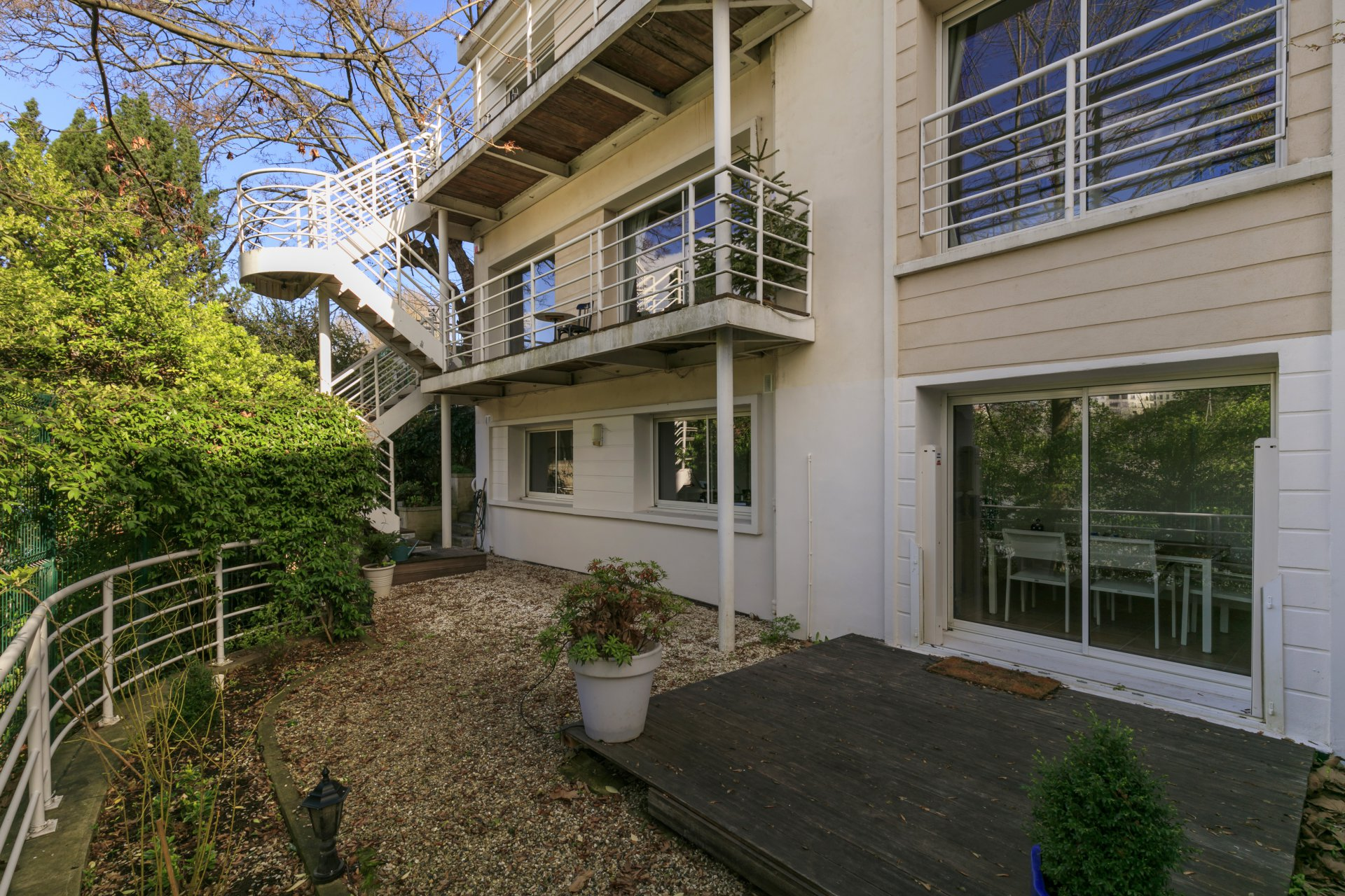 family-house-for-sale-balcony-exceptional-views-river-seine-garden-near-shops