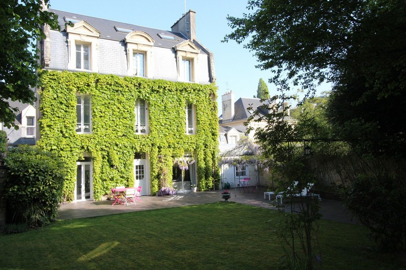 beautiful-19th-century-bourgeois-house-for-sale-caen-fireplace-terrace-garage