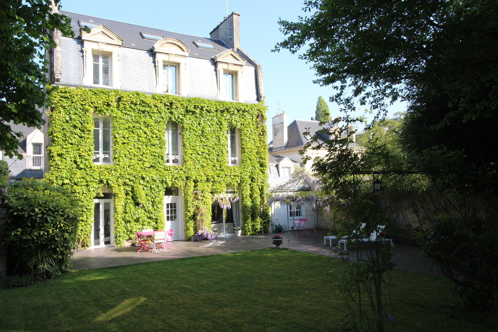 tres-belle-maison-bourgeoise-xixeme-siecle-charmes-antan-a-vendre-caen-cheminee-terrasse-garage