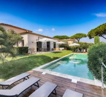 villa-neuve-a-vendre-terrasses-jardin-piscine